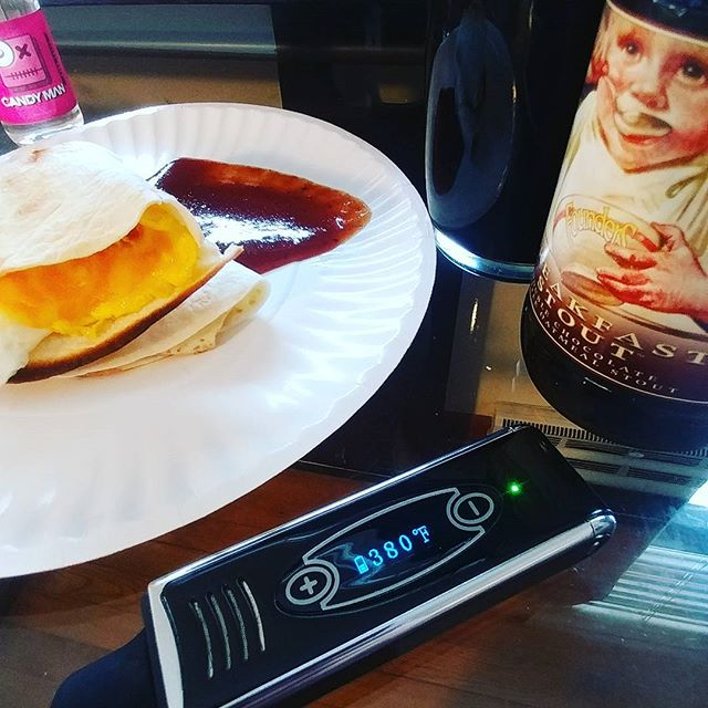 #breakfast with a #dryherbvape and some #founders breakfast stout #yum #ezvapes #vapetheworld #eggs #tortilla #ghostpepper