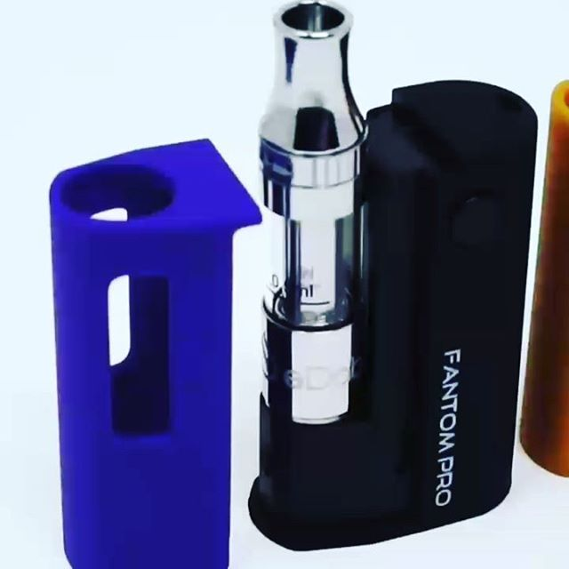 The new eDab Fantom Pro from @edab710 is a powerful, micro-sized oil cartridge vape fits all sizes and types of tanks flawlessly. It offers 3 adjustable temp/voltage settings,  3.4/3.7/4.2V for true universal compatibility and efficiency. Once you try this one you might throw your other batteries away! Get it at ezvapes.com. #edab #edabtime #710life #710community #710media #710culture #710kingpen #ccell #oilvape #oilcartridge #oilcartridges